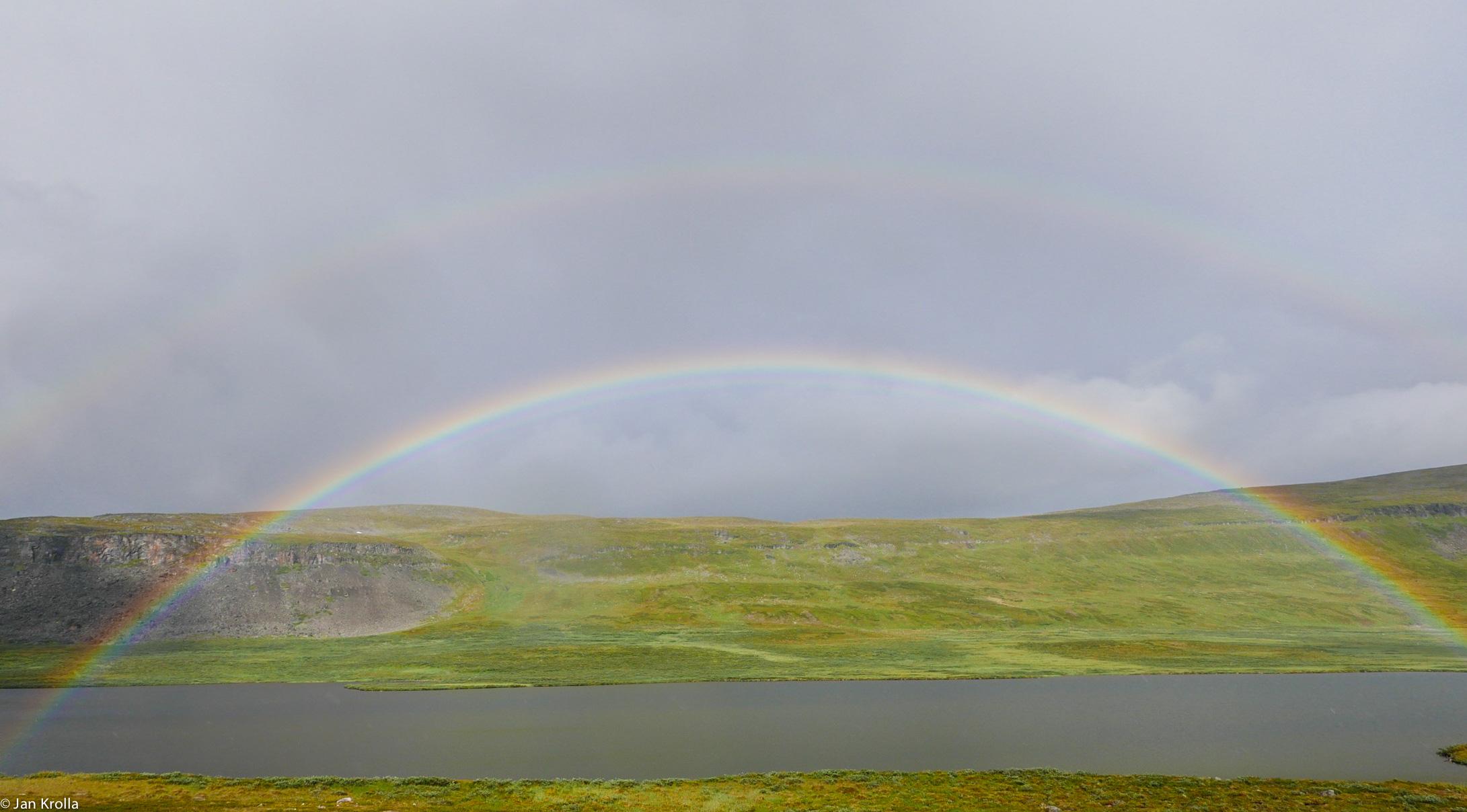 Doppelter Regenbogen im Øvre Dividal Nationalpark