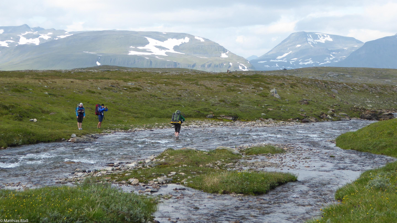 Norwegen Trekking Flußquerung